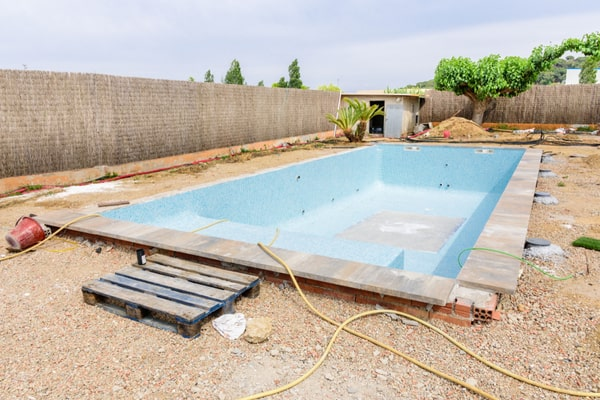 normes construction piscine
